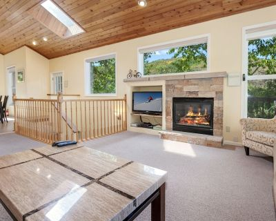5 Bedroom Home with Huge Deck and Hot Tub - Intermountain