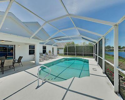 Sweet & Spacious Fort Myers Beach Retreat w/ Pond-View Pool & Screened Patio - Beachwalk Isles