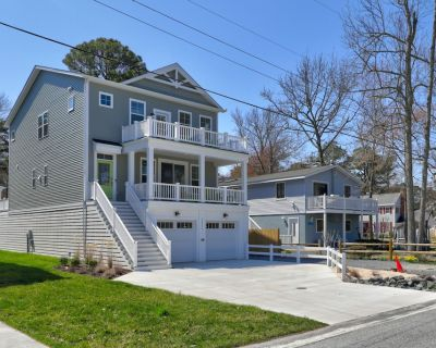 """39556 Jefferson Bridge Rd - ** New Listing ** The Word is """"WOW"""" - Walk to Beach, Sleeps 10, Hot tub, Dogs Welcome, 3 Outdoor Balconies, Includes Linens - Bethany Beach"""
