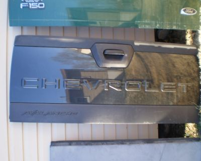 2002-2006 02 03 04 05 06 Chevrolet Avalanche Tailgate Bed Gate OEM GREY