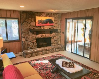 Wooded Oasis 9 Beds + indoor Hot tub In Heart of COS , 10 min or less to AFA - Woodmen Valley