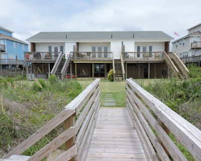 Ocean views from this Emerald Isle oceanfront property! - Emerald Isle
