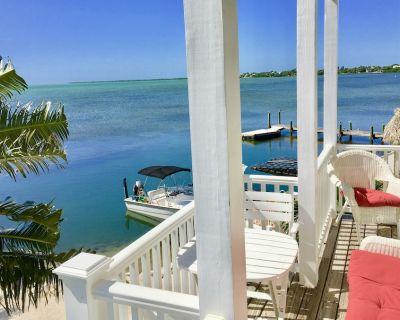 Luxurious Oceanfront Home on Beach, Dock, Heat/Cool Pool, FirePit, Kayaks, Bikes - Cudjoe Key