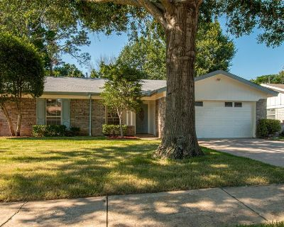 2000 Knoxville Dr, Bedford, TX 76022