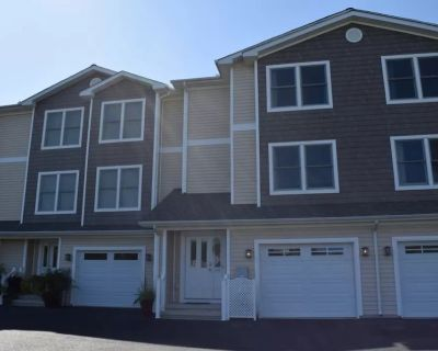 Roomy, tranquil, well-appointed townhome walkable to . . . everything - Rehoboth Beach