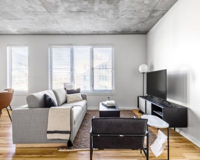 Upscale LoDo 1BR w/ Pool, Gym, 1 block from Union Station, by Blueground - LoDo