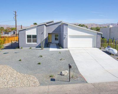 Deluxe Mid Century Single Family Desert Home with Mountain Views, Desert Hot Springs, CA