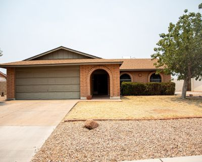 Family Friendly 3bd/2b Home W/ Private Pool AND Patio - Chandler