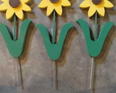 Set of 3 wooden sunflowers