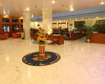 Hotels near Raj Bhavan Bangalore