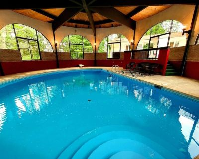 Private Heated Indoor Pool/ Hot Tub/ Renovated/ 4 King BDRMs with Fireplaces - KN - Stroudsburg