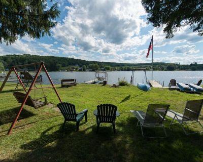 Quiet, Charming Lakefront Cottage - Lakeside