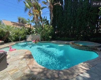 Master bedroom In Los Feliz with Pool & Jacuzzi