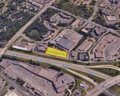 Retail space for lease - prime visibility along I-35W plus pylon signage