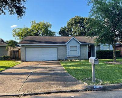 9907 Sparrow Street, La Porte, TX 77571