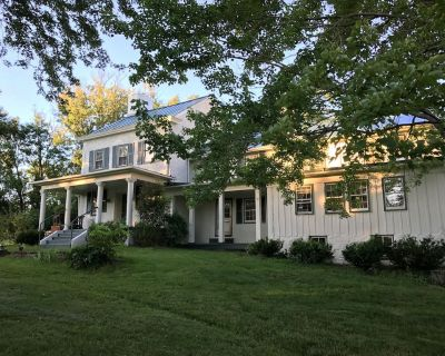 Hillandale Farmhouse circa 1774 - 6 bedrooms, sleeps 14, newly renovated - Purcellville