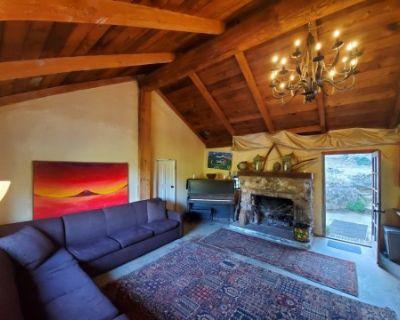 100yr + Stone House w/fireplace, Topanga, CA
