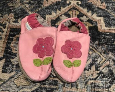 Robeez Girls Soft Soles Shoes size 18-24 months