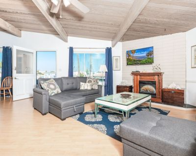 Affordable Upstairs Nautical Home Steps From the Newport Pier! - Balboa Peninsula