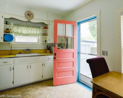 Old-florida Summer Cottage: Classic & Pet-friendly in Waterfront District - Gulfport
