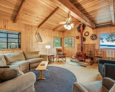 Beautiful views, wood stove, private deck! - Orcas