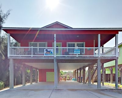 CW428: Stilt Home, Parking for Boat, Share Pool, Outdoor Seating Areas - Port Aransas