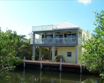 Gorgeous Canal Front Home! Come stay at 'Casa Key Ramrod' - Breezeswept Beach Estates