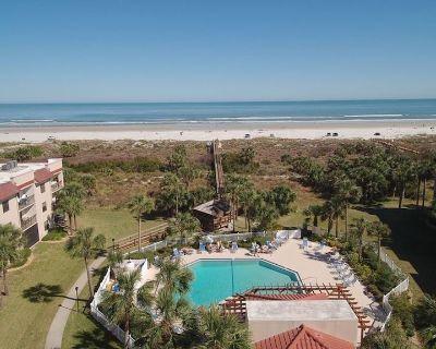 Cozy Beach Condo: Sleeps 6, Close to Beach, Neighborhood Pools, Gym & Tennis! - Butler Beach