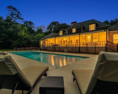 The Villa Rose Estate - NEW POOL, SLEEPS 16 - Lithonia