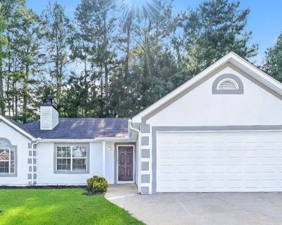 Lovely 3 bedrooms and 2 bathrooms home! Features brand new flooring and fresh interior paint! Includ