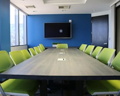 Private Meeting Room for 18 at Pacific Workplaces - Bakersfield