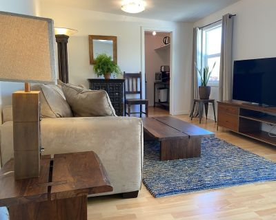 Charming Duplex with Private Backyard - Mid-Wilshire