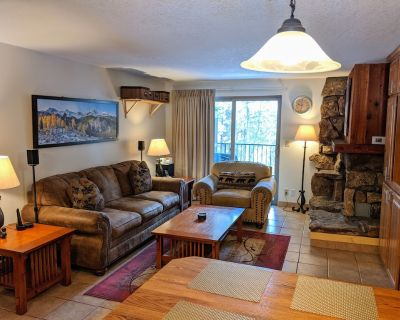 Fresh & clean platinum-rated condo, W&D, pool, in-town, fast internet, 3 HDTVs. - Winter Park