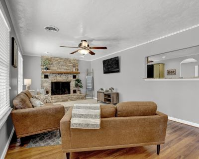 New! Upscale Home close to Main St. w/ Grill! - Fredericksburg