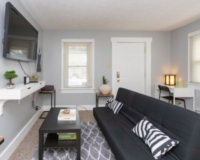 Garfield Park, Downtown Indy , Red Line, King Bed! - Center Township