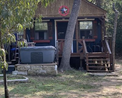 Private Cabin with hot tub. Nestled in the Woods just off Lake Limestone, Texas. - Jewett