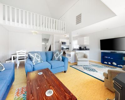 Fantastic Canal-Front Home w/Free WiFi, Shared Pool, Private Hot Tub, AC - Ocean Pines