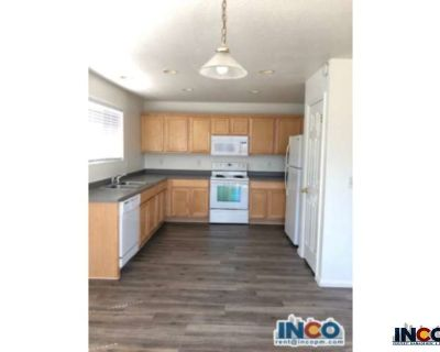 Light & Bright 3 bed 3 bath Townhome with garage!