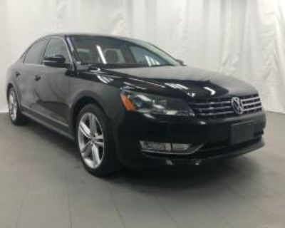 2013 Volkswagen Passat TDI SE with Sunroof & Navigation Sedan DSG