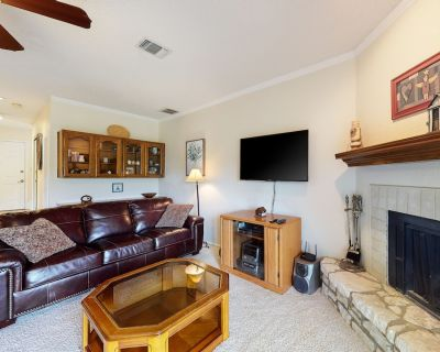 Two-Story Golf Course Front Condo w/Balconies, Free WiFi, Gas Grill, Central A/C - Canyon Lake