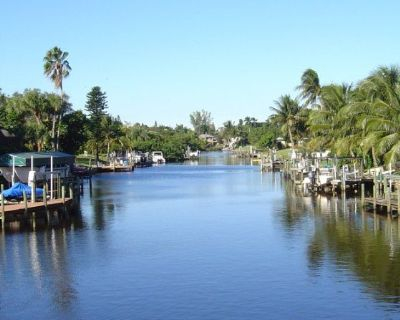 Wanted.....Friday July 12 ....Cape Coral Canal Tour of Houses