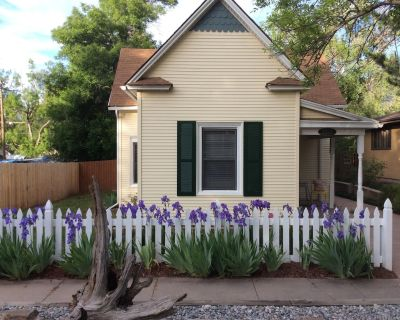 The VRBO Bear stayed here, Mountain View, Pet Friendly, Walk to shops & pubs - Old Colorado City
