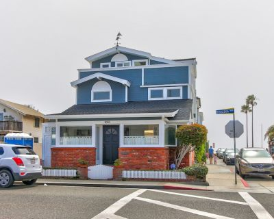 Spacious home with A/C - just steps from the beach w/ a deck & full kitchen - Balboa Peninsula