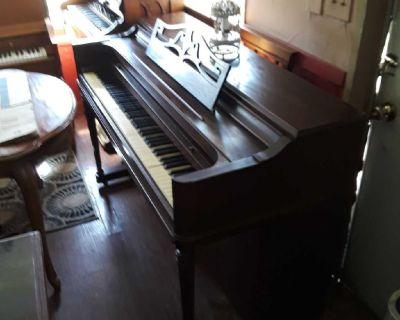 Beautiful Wurlitzer spinet piano