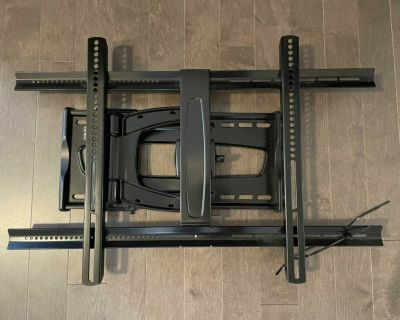 TV Wall Mount (holds up to 130 lbs)