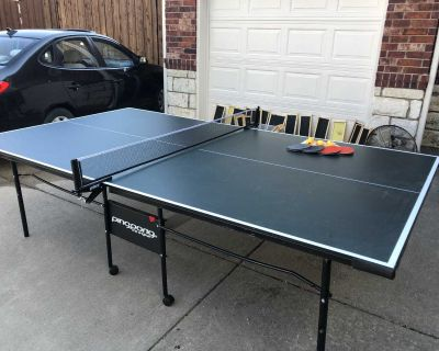 Full size ping pong table & accessories