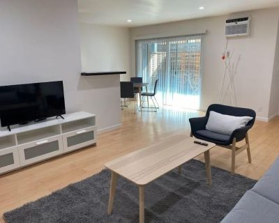 Santa Monica 2BR/2BA Apt, mins from beach by just Bring Your Toothbrush - Wilshire Montana