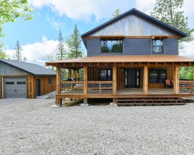Iron Wood - stunning, spacious cabin close to the slopes! Wifi, Hot Tub, Garage! - Lead