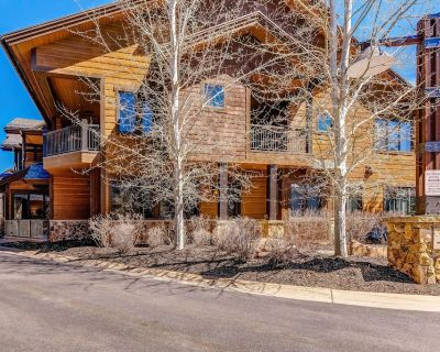 Gorgeous Condo w/ Private Hot Tub, Shared Pool, High-Speed WiFi, & Central AC - Park City