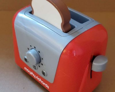 Play toaster with bread
